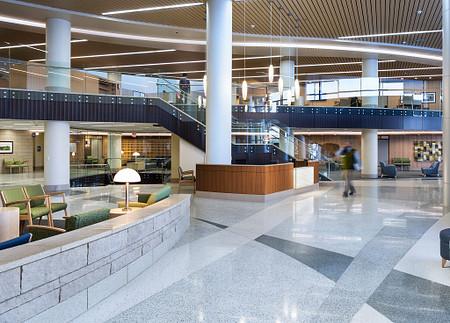 GundersenHealthSystem SolticeLoungeandMultipleSeating lobby