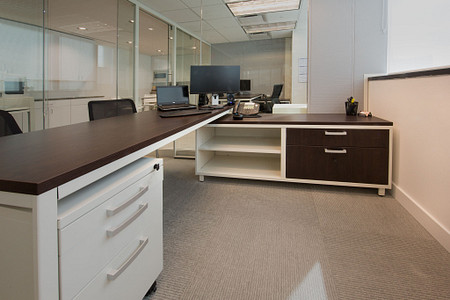 MM Offices CZcred UniteFreestndgTbl 700Sped