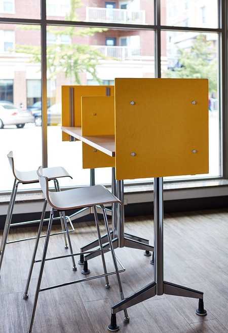 Universal Height-Adjustable Screen Pirouette Cafe Height Apply Stools