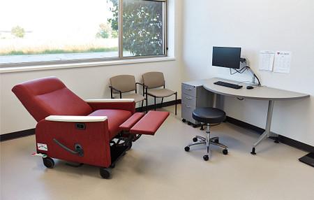 HeartAndVascularInstitute AffinaReclinerII PirouetteTable MedicalStool USeriesPed ExamRoom1